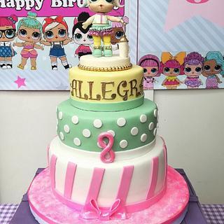 Lolo Surprise Cake