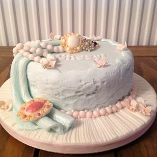 Brooches and pearls - Cake by Mrs BonBon