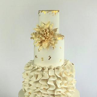 Dalia flower wedding cake