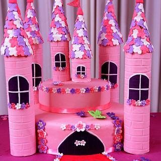 PRINCESS CASTLE CAKE AND CUPCAKES!!!!