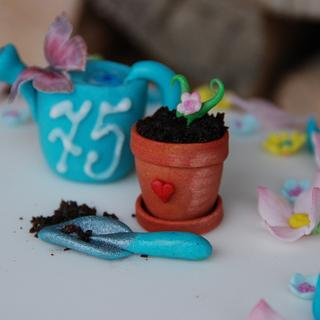 Small cake for passionate gardeners