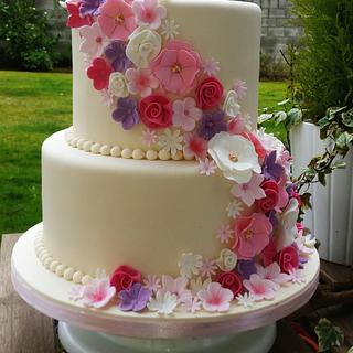 Shades of Pinks & Purples Wedding Cake