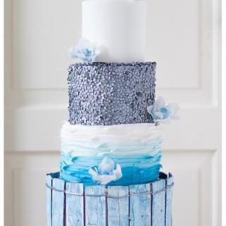 Beach themed weddingcake with aged wood