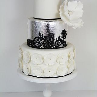 Silver leaf magnolia and black lace cake ( smaller version)