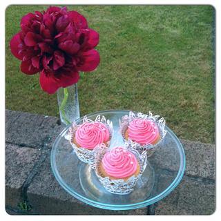 vanilla and fresh raspberry cupcakes