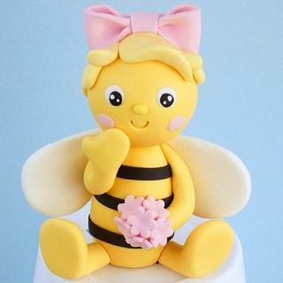 Fondant Bee cake topper - Cake by Alex
