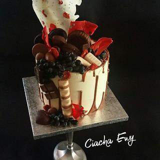 Drip cake with sweets - Cake by Ewa