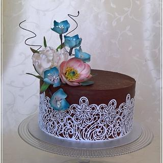 Elegant flowers cake