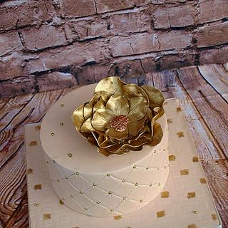 Gold and Ivory - Cake by M&G Cakes