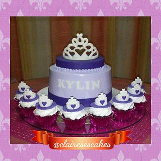 Princess themed cake and cupcakes - Cake by AnnCriezl