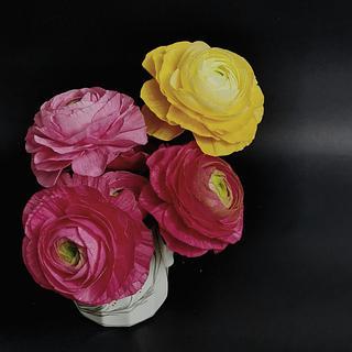 Wafer paper Ranunculus - Cake by Iliana Petrova