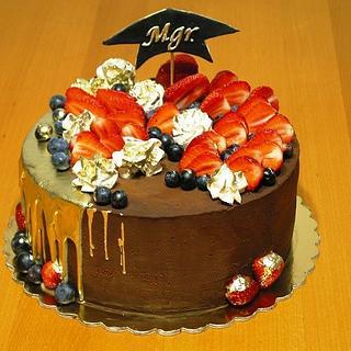 Graduation drip cake