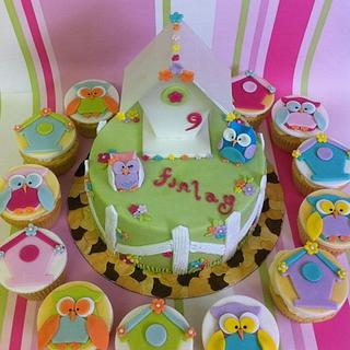 Cute Owl Cake and matching Cupcakes