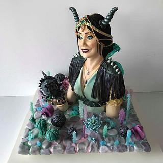 Dragon whisperer bust cake