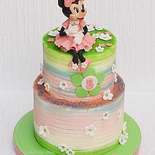 Minnie Mouse cream cake