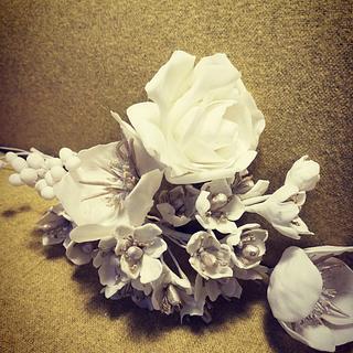 White flowers for wedding cake
