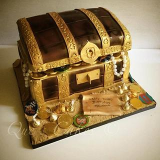 Treasure Chest - Cake by Que's Cakes