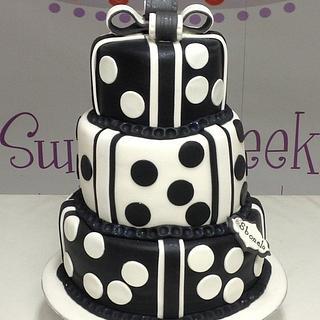 Dotty round cake box cake