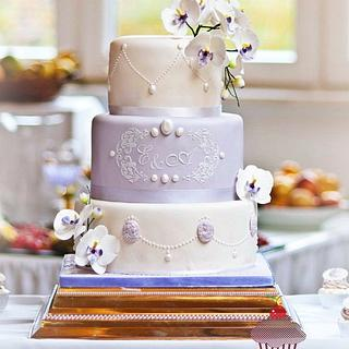 Romantic Wedding Cake with Cameo and Moth Orchid - Cake by Julycupcake