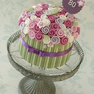 Single tier bouquet cake