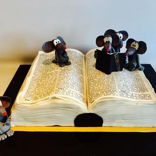 Book Rat Cake - Cake by Una's Cake Studio