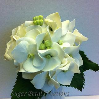 Gumpaste Hydrangea  - Cake by Anne Cutajar-Wagner