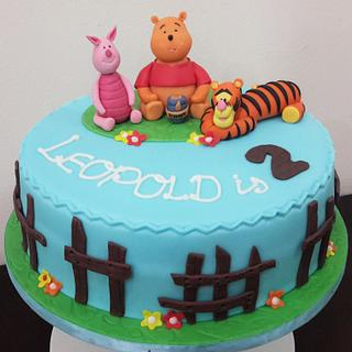 Winnie-the-Pooh and crew - Cake by Valory