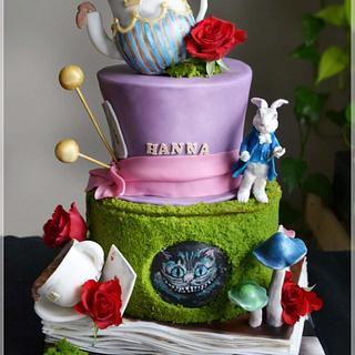Alice  - Cake by KamilaAdamaschek