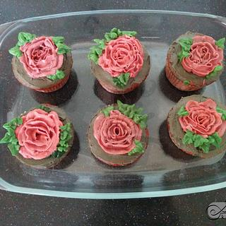 Buttercream Wild Roses on cupcakes