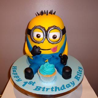 Minion  - Cake by Cushty cakes