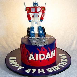 Handmade fondant Optimus Prime - Transformers cake