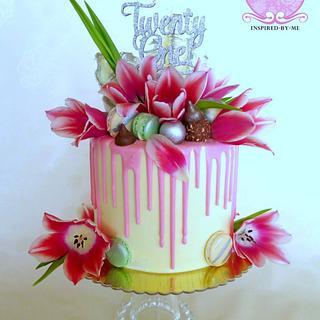 Pink tulips drip cake