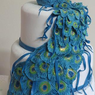 Peacock wedding cake and cup cakes