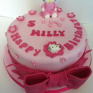 Hello Kitty with matching cupcakes