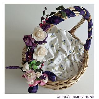 Gum paste decoration to cupcake basket - Cake by Alicia's CB
