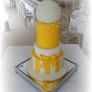 Spring Daisy Wedding Cake