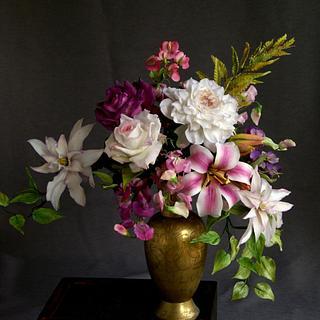 Arrangement with sugar flowers