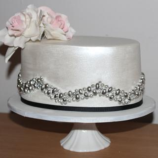 Oval lustre with cachous - Cake by ElleQueue