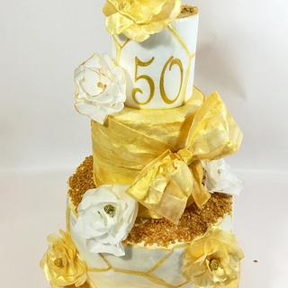 Gold cake in wafer paper