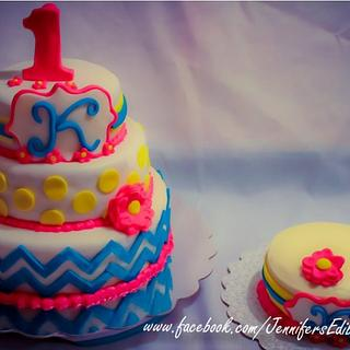 First birthday cake with baby smash cake and matching cupcakes