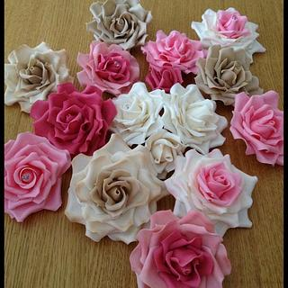 Sugar roses in pinks, mochas and ivory