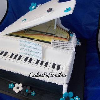 Grand Piano Cake - Cake by CakesByTonilou