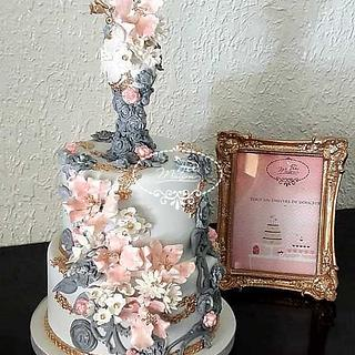 Floral and harmonious cake