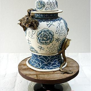 Chinese vase & dragon