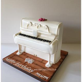 White piano cake