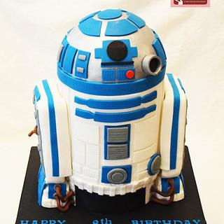 The Ultimate Star Wars R2D2 Cake