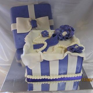 Gift box cake - Cake by lcressel