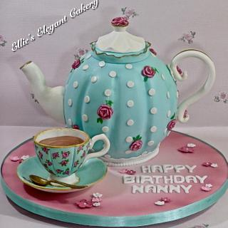 Vintage teapot cake with teacup :)