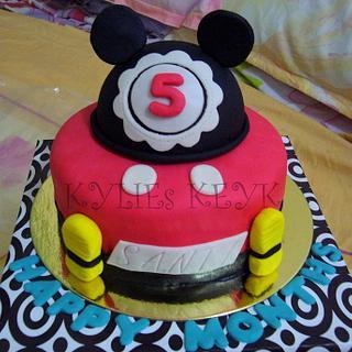 Mickey Mouse - Cake by kylieskeyk