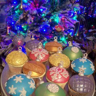 Christmas Baubles - Cake by MySugarFairyCakes